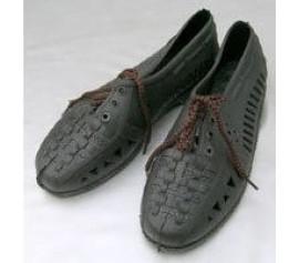 Giày đi nước dạng cột dây
